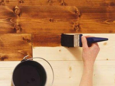 Покрытие дерева лаком, лакирование дома
